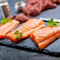 Filetes de salmón con piel